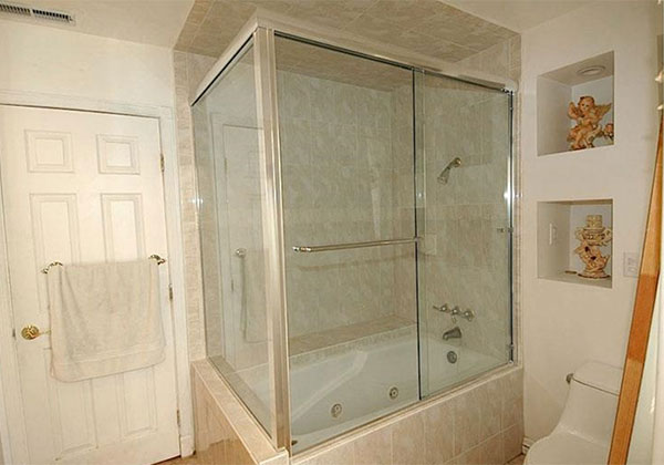 Semi-Frameless Tub Enclosure Brea, OC